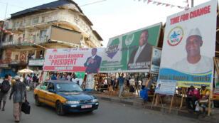 Les affiches de campagne des candidats dans les rues de la capitale.