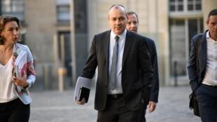 Le secrétaire général de la CFDT Laurent Berger (C) arrive à l'hôtel Matignon, le 9 juillet 2020 à Paris