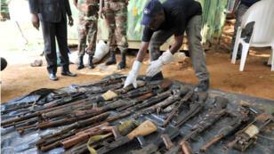 À l'issue du programme DDR en Côte d'Ivoire en2015, plus de 45000armes et munitions, dont des kalachnikovs, des obus et des grenades, ont été collectées.