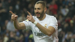 L'attaquant du Real Madrid Karim Benzema célèbre un but lors d'un match contre l'Espanyol de Barcelone, le 31 janvier 2016.