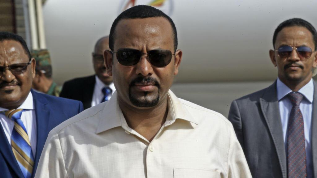 En esta foto tomada el 7 de junio de 2019, el primer ministro de Etiopía, Abiy Ahmed, llega al aeropuerto internacional de Jartum.
