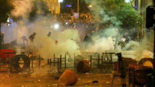مظاهرات ومواجهات بين الشرطة والمحتجين اللبنانيين