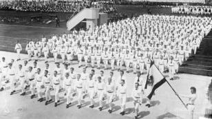 L'inauguration du stade olympique de Berlin le 8 juin 1913 devant être dédié aux Jeux olympiques d'été de 1916.