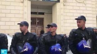 أفراد من قوات الشرطة الجزائرية