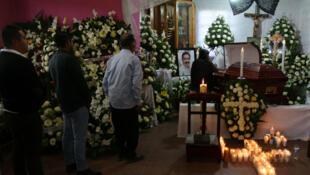 Funeral del alcalde Alejandro Aparicio, asesinado el primero de enero minutos después de tomar posesión de su cargo, en Tlaxiaco México. Foto tomada el 2 de enero de 2019.