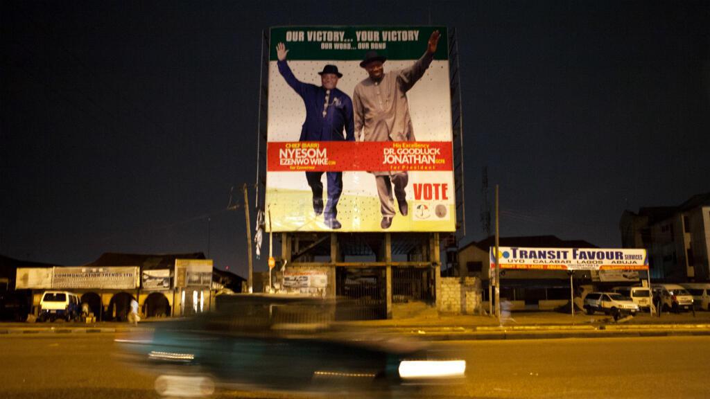 Une affiche de la campagne de Goodluck Jonathan dans les rues de Port-Harcourt, le 30 mars.