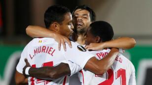 Les Sévillans ont profité du nul entre l'Atletico et le Barça pour se saisir des commandes de la Liga.