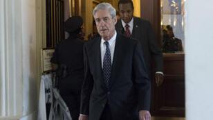 L'enquête du FBI a été confiée au procureur spécial Robert Mueller.