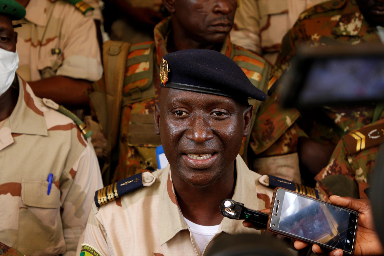Le colonel Ismael Wague, porte-parole du Comité national pour le salut du peuple (CNSP) mis en place par la junte qui a pris le pouvoir au Mali, le 24 août 2020 à Bamako.
