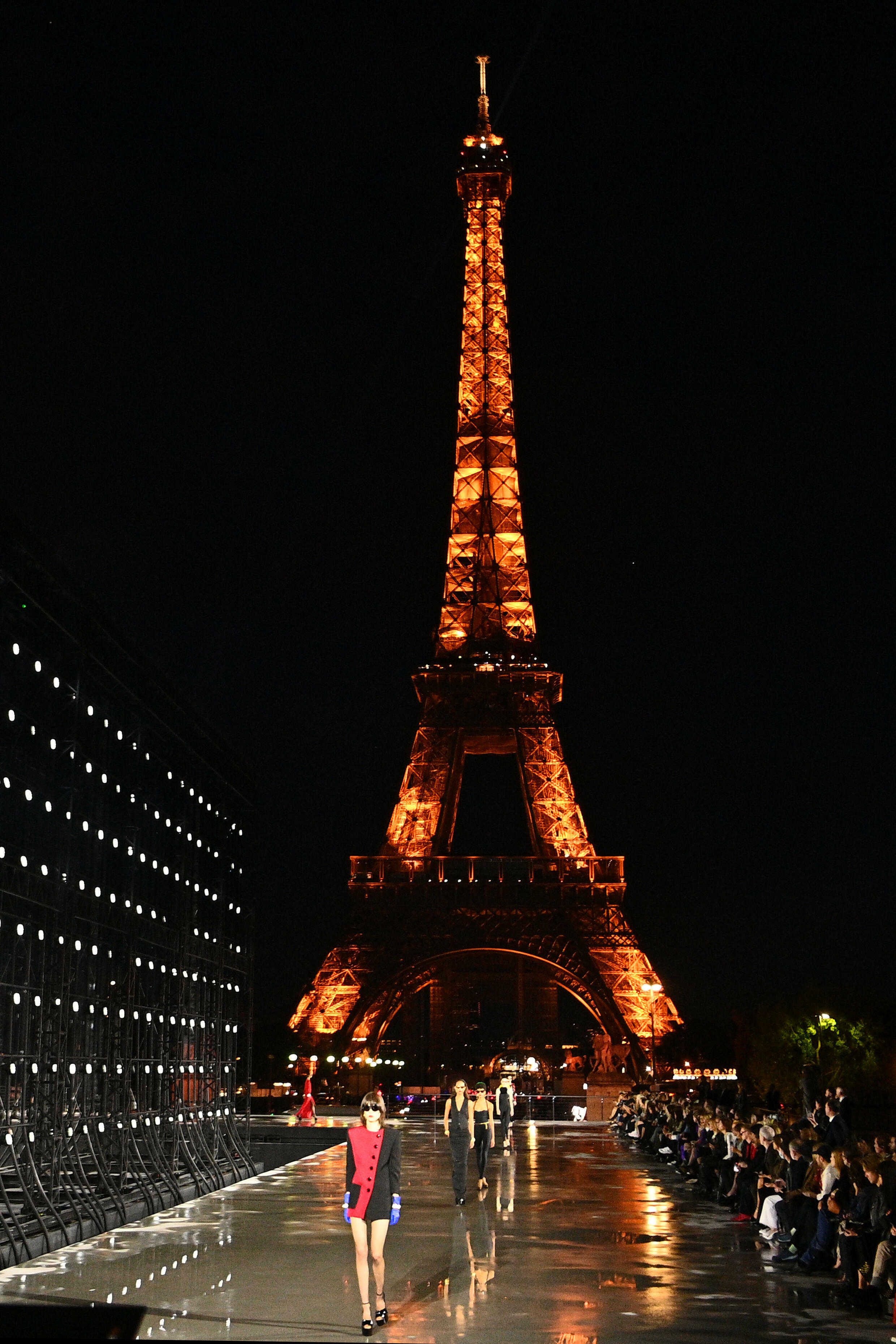 Yves Saint Laurent opted for a traditional approach, returning to his preferred location facing the Eiffel Tower