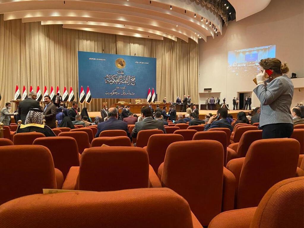 Los parlamentarios iraquíes votan por un nuevo gobierno liderado por el Primer Ministro Mustafa Kadhemi