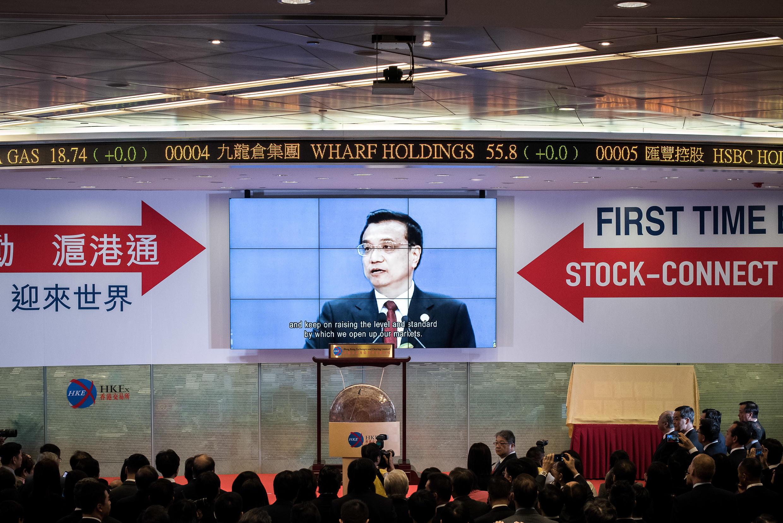 Des investisseurs étrangers pourront, pour la première fois, détenir des actions de sociétés cotées à Shanghai et les Chinois pourront investir à la Bourse de Hong Kong.