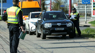 Des policiers allemands à la frontière avec la France, le 16mars2020.