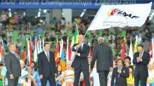 La Fédération internationale d'athlétisme (IAAF), est particulèrement critiquée par le rapport de l'AMA.