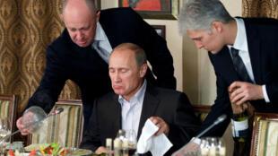 Evguéni Prigojine(à gauche) s'est hissé dans l'entourage de Vladimir Poutine à la force de la fourchette.
