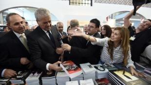 Le Premier ministre algérien lors de la cérémonie d'ouverture de la 20e édition du Salon international du livre d'Alger, le 28 octobre 2015.