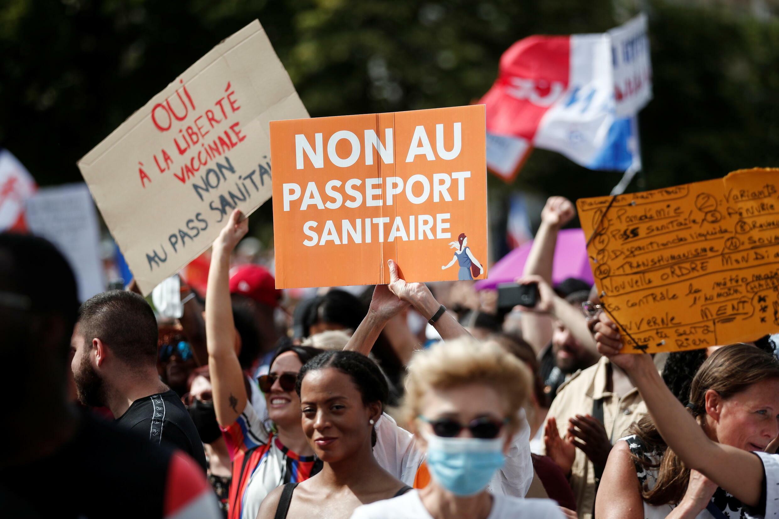 2021-07-24T164758Z_1192995933_RC22RO9J968A_RTRMADP_3_HEALTH-CORONAVIRUS-FRANCE-PROTEST