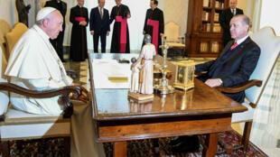El papa Franciso mantiene una audiencia con el presidente Recep Tayyip Erdogan. 5/2/17