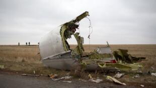 Les débris du vol MH17, abattu par un missile sur la ligne de front entre forces ukrainiennes et combattants prorusses en Ukraine.