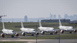 Des avions de la compagnie Air France sur le tarmac de l'aéroport de Roissy-Charles-de-Gaulle, le 24 mars 2020 pendant l'épidémie de coronavirus