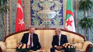Le président turc Recep Tayyip Erdogan a été accueilli par son homologue algérien, Abdelmadjid Tebboune dimanche 26 janvier.