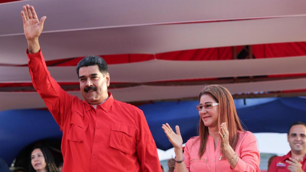 """Nicolás Maduro anunció su candidatura presidencial para las próximas elecciones, que deberán celebrarse antes de mayo, y pidió a sus simpatizantes conformar comandos de campañas a lo """"largo y ancho"""" del país para lograr 10 millones de votos."""
