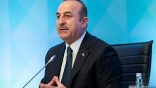 وزير الخارجية التركي مولود تشاوش أوغلو أثناء مشاركته في جلسة استثنائية في إسطنبول لمنظمة التعاون الإسلامي في 22 آذار/مارس 2019.