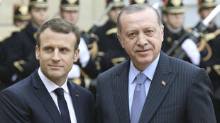 الرئيس الفرنسي إيمانويل ماكرون والرئيس التركي رجب طيب إردوغان