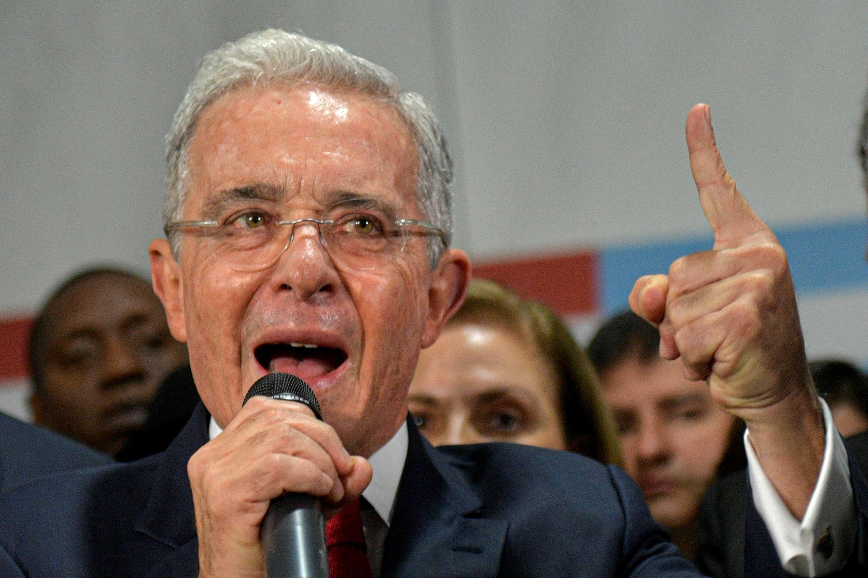 Archivo: el expresidente Álvaro Uribe fue cobijado con una medida de aseguramiento el 4 de agosto en un proceso por compra de testigos.