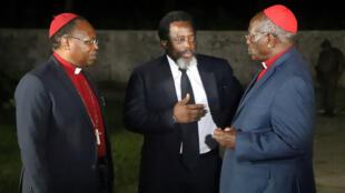 El presidente congoleño, Joseph Kabila (centro) anunció el 8 de agosto de 2018 que Ramazani Shadari, será el representante de la coalición oficialista para las elecciones de diciembre.  representante de la coalisión oficiañ
