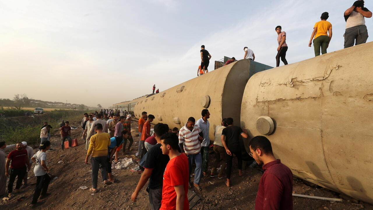 Egypt: Train derailment near Cairo leaves at least 11 dead, almost 100 injured