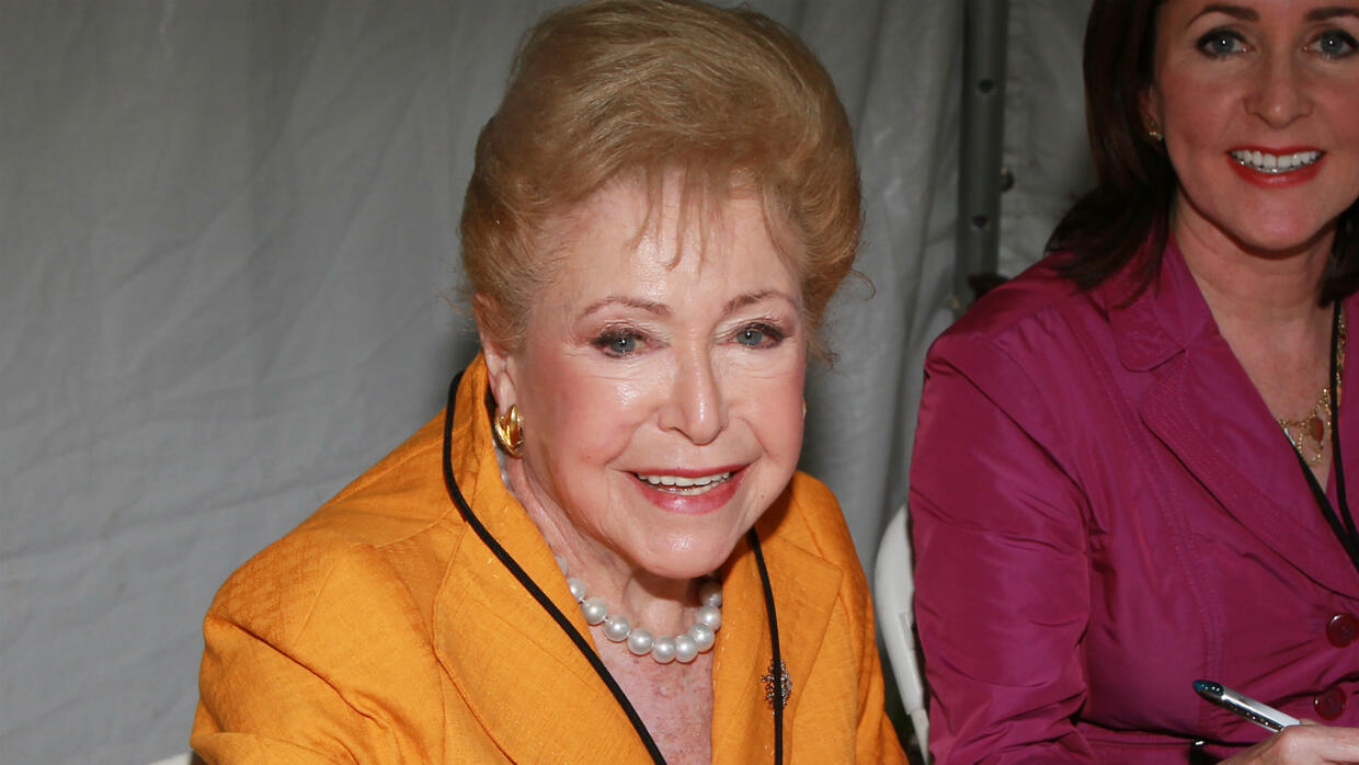 Bestselling author Mary Higgins Clark, known as 'Queen of Suspense', dies at 92