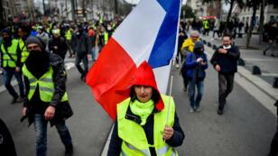 Une femme Gilet jaune défilant dans les rues de Nantes, le 12 janvier 2019.