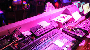 """Le DJ jouait dans le cadre de la deuxième édition du festival techno """"Orbit Festival""""."""