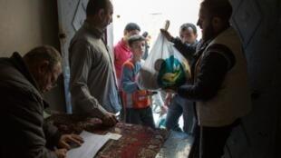 توزيع مساعدات في حي المرجة في شرق حلب 15 نوفمبر 2016