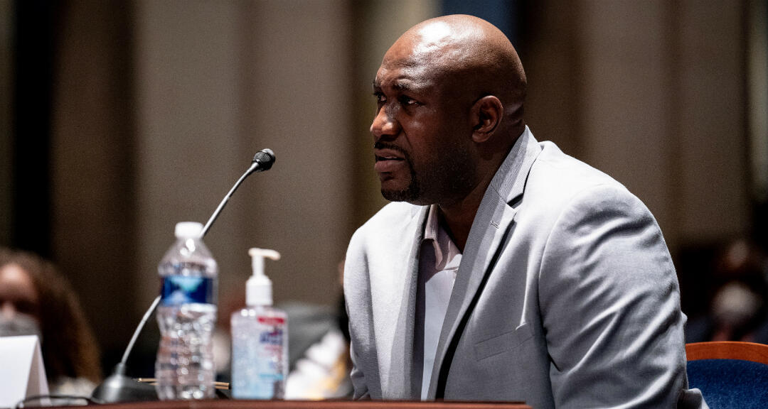 El hermano de George Floyd, Philonise Floyd, durante una audiencia del Comité Judicial de la Cámara de Representantes sobre las prácticas policiales. Washington, EE. UU., el 10 de junio de 2020.