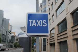 Une borne de taxis en région parisienne