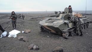LeLe président ukrainien a confirmé le retrait de la majeure partie des armes lourdes dans l'est de l'Ukraine.