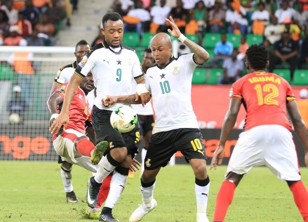 الشقيقان أندري وجردن آيو قادا  منتخب غانا للفوز على أوغندا.