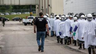 El Servicio de Inmigración y Control de Aduanas (ICE) afirmó que ha iniciado operaciones en lugares de trabajo por reportes de distintas actividades ilegales.