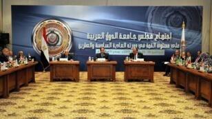 جانب من القمة العربية الماضية في شرم الشيخ