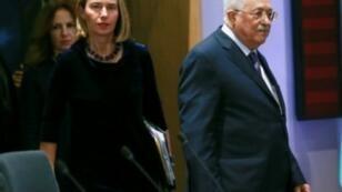 الرئيس الفلسطيني محمود عباس مع وزيرة خارجية الاتحاد الأوروبي فديريكا موغيريني في بروكسل 22 كانون الثاني/يناير 2018.