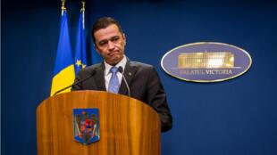 Le Premier ministre roumain, Sorin Grindeanu, lors de l'annonce de l'abrogation de la loi dépénalisant la corruption en Roumanie, le 4 février 2017.