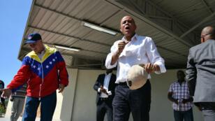 Michel Martelly, le président haïtien au centre de l'image, devait quitter son poste le 6 février. Il n'a toujours pas de successeur.