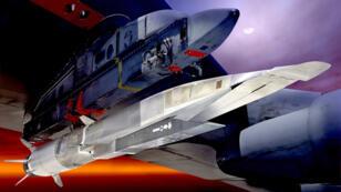 Le X-51A Waverider, ici en image de synthèse, accroché sous l'aile d'un bombardier américain B-52.