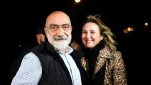 L'écrivain turc Ahmet Altan le jour de sa libération le 4 novembre 2019, à Istanbul, en Turquie.