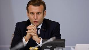 Emmanuel Macron lors d'une videoconference à Élysée, le 17 novembre 2020