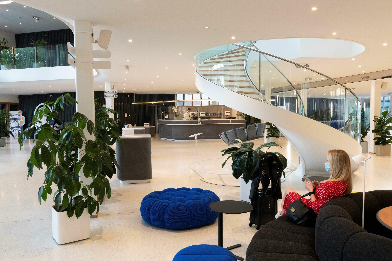 Die Empfangshalle der renovierten Michelin-Zentrale, 9. September 2021 in Clermont-Ferrand