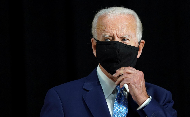Joe Biden porte un masque lors d'une conférence de presse le 30 juin 2020 à Wilmington, dans le Delaware.