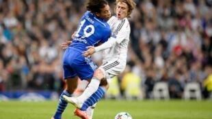 Schalke's Leroy Sane (L) collides with Real Madrid's Luka Modric at the Santiago Bernabeu stadium on March 10, 2015